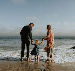 parents with child at the ocean